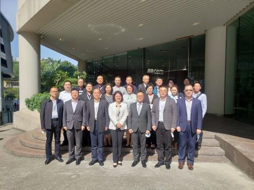 O Vice-Director do Departamento de Comércio de Hunan, Wang Tingkai, chefiou delegação em visita à CC...