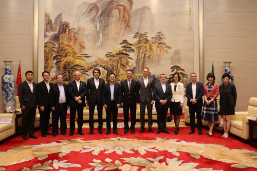 Delegação de Macau da CCILC visita Yao Jian, Vice-Director do Gabinete de Ligação do Governo Popular...